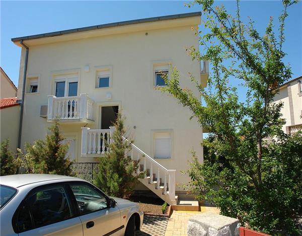 Apartment for 6 persons near the beach in Crikvenica - Image 1 - Jadranovo - rentals