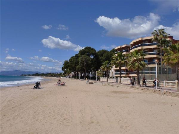 Apartment for 6 persons, with swimming pool , near the beach in Cambrils - Image 1 - Cambrils - rentals