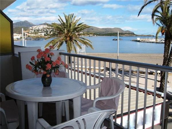 Apartment for 4 persons near the beach in Llanca - Image 1 - Llanca - rentals