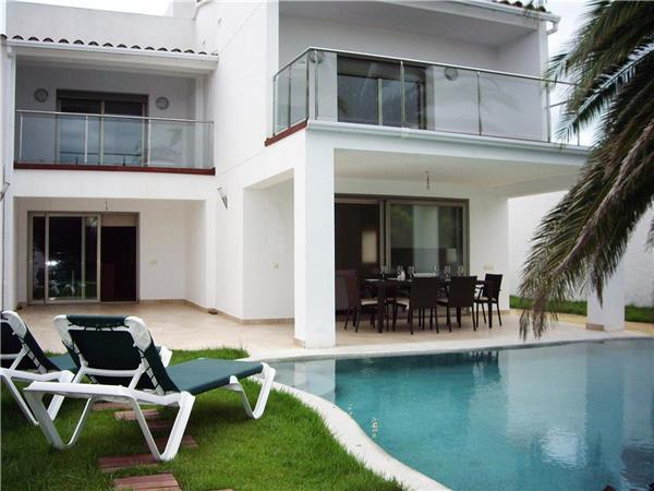 Luxury holiday house for 6 persons, with swimming pool , in Empuriabrava - Image 1 - Empuriabrava - rentals