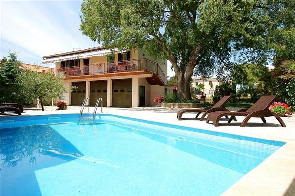Holiday house for 10 persons, with swimming pool , in Krnica - Image 1 - Krnica - rentals
