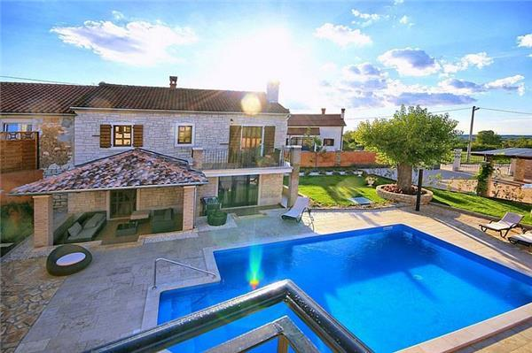 Newly renovated holiday house for 12 persons, with swimming pool , in Porec - Image 1 - Sveti Lovrec - rentals