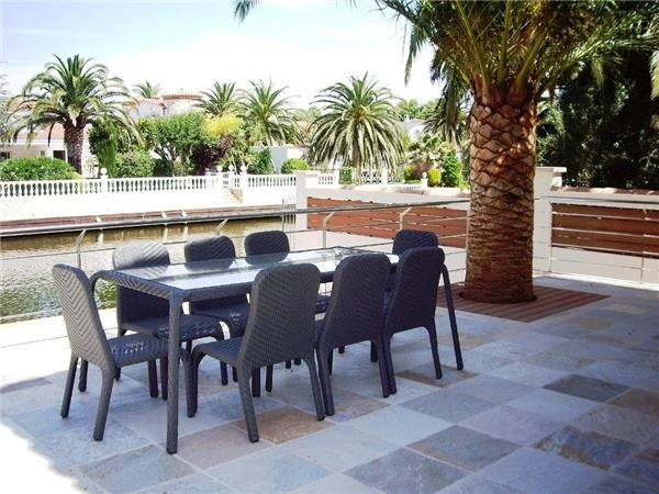Holiday house for 7 persons, with swimming pool , in Empuriabrava - Image 1 - Empuriabrava - rentals