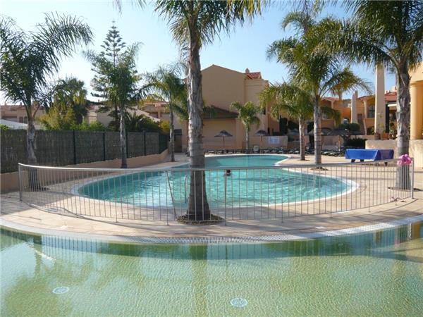 Apartment for 4 persons, with swimming pool , near the beach in Praia da Luz - Image 1 - Luz - rentals