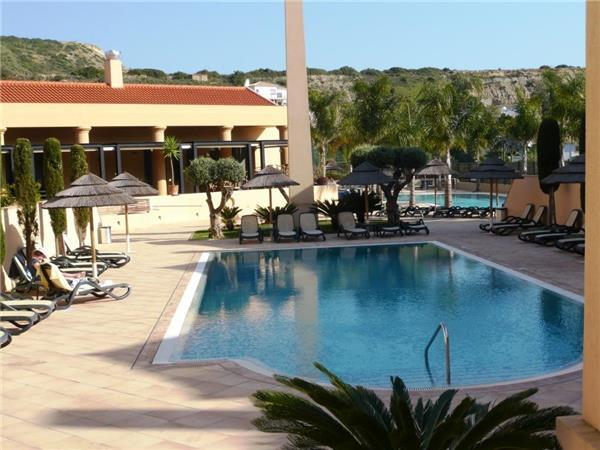 Apartment for 6 persons, with swimming pool , near the beach in Praia da Luz - Image 1 - Luz - rentals