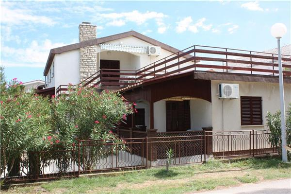 Apartment for 3 persons near the beach in Zadar - Image 1 - Privlaka - rentals