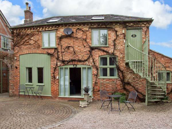 THE STABLES FLAT, cosy apartment, walks from door, ideal touring base, near Worcester, Ref 23221 - Image 1 - Worcestershire - rentals