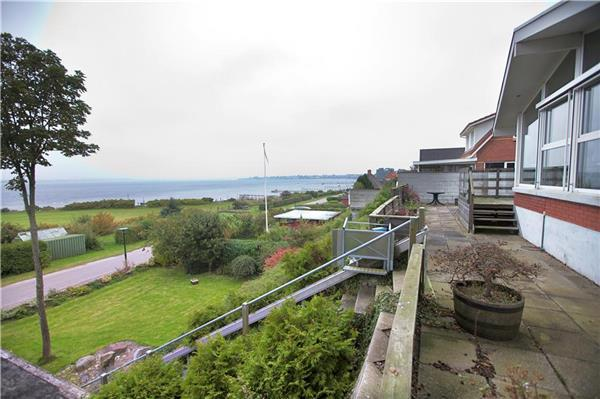 Attractive holiday house for 7 persons near the beach in North-western Funen - Image 1 - Middelfart - rentals