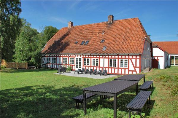 Holiday house for 18 persons in North-western Funen - Image 1 - Gelsted - rentals