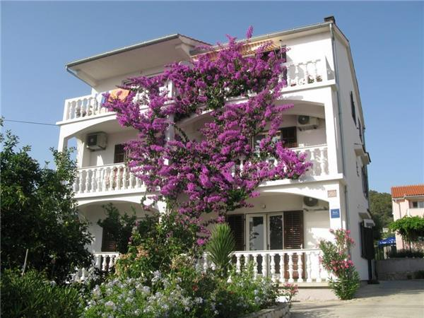 Apartment for 3 persons near the beach in Rab - Image 1 - Barbat - rentals