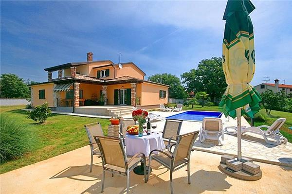 Newly built holiday house for 7 persons, with swimming pool , in Porec - Image 1 - Porec - rentals