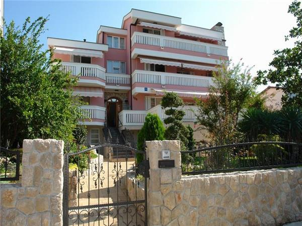 Apartment for 4 persons near the beach in Selce - Image 1 - Selce - rentals