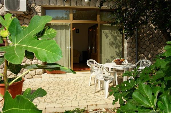 Apartment for 6 persons in Crikvenica - Image 1 - Novi Vinodolski - rentals