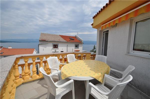 Apartment for 7 persons near the beach in Krk - Image 1 - Vrbnik - rentals