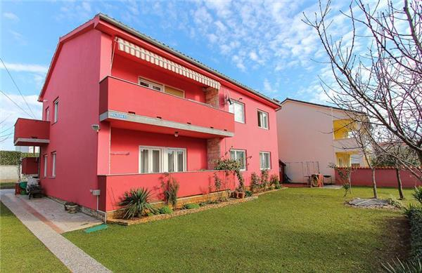 Apartment for 10 persons near the beach in Medulin - Image 1 - Medulin - rentals