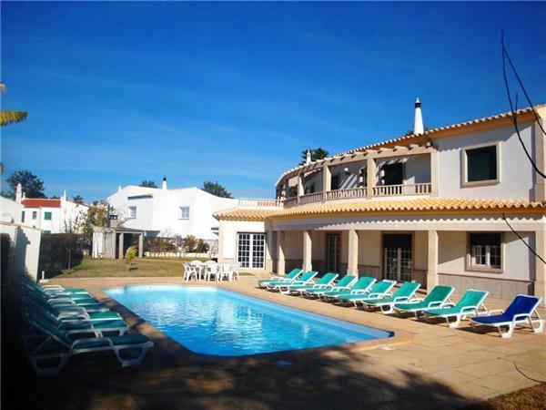 Attractive holiday house for 18 persons, with swimming pool , in Albufeira - Image 1 - Albufeira - rentals