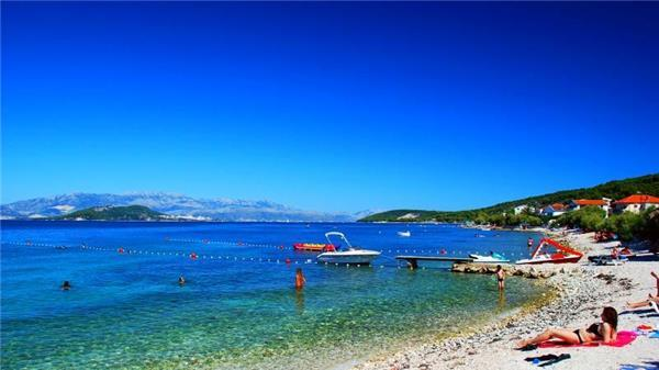 Attractive apartment for 5 persons near the beach in Trogir - Image 1 - Slatine - rentals