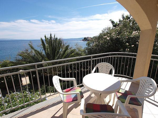 Attractive apartment for 4 persons near the beach in Trogir - Image 1 - Okrug Gornji - rentals