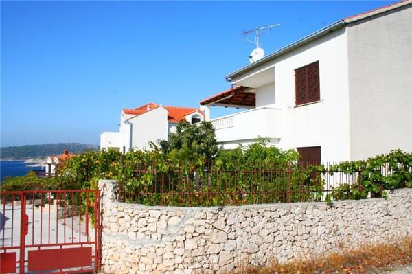 Apartment for 5 persons near the beach in Sibenik - Image 1 - Rogoznica - rentals