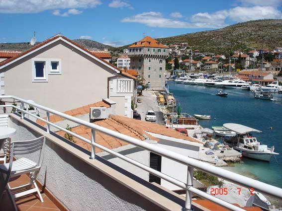 Apartment for 4 persons near the beach in Trogir - Image 1 - Marina - rentals