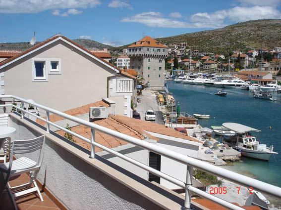 Attractive apartment for 4 persons near the beach in Trogir - Image 1 - Marina - rentals