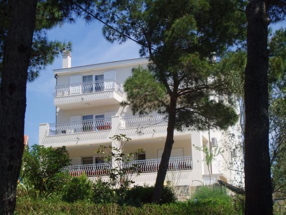 Apartment for 6 persons near the beach in Solta - Image 1 - Necujam - rentals
