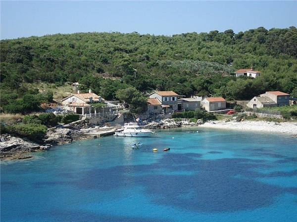 Attractive holiday house for 7 persons near the beach in Vis - Image 1 - Vis - rentals