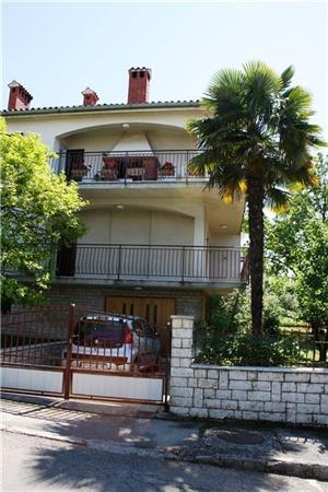 Attractive apartment for 4 persons near the beach in Porec - Image 1 - Porec - rentals