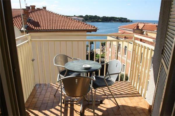 Attractive apartment for 3 persons near the beach in Porec - Image 1 - Porec - rentals