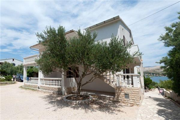 Attractive apartment for 5 persons near the beach in Pag - Image 1 - Pag - rentals