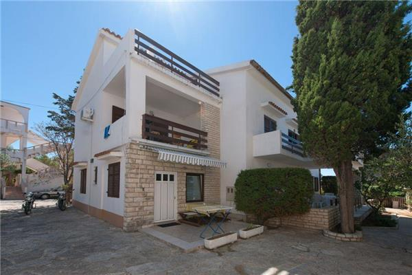 Apartment for 4 persons in Pag - Image 1 - Novalja - rentals