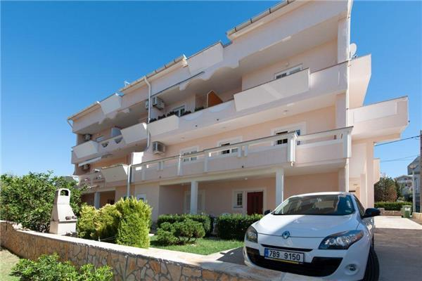 Attractive apartment for 2 persons near the beach in Pag - Image 1 - Novalja - rentals