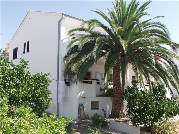 Apartment for 5 persons near the beach in Pag - Image 1 - Novalja - rentals
