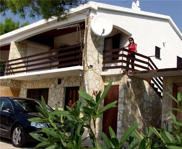 Apartment for 5 persons near the beach in Pag - Image 1 - Stara Novalja - rentals