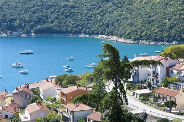 Attractive apartment for 5 persons near the beach in Rabac - Image 1 - Rabac - rentals