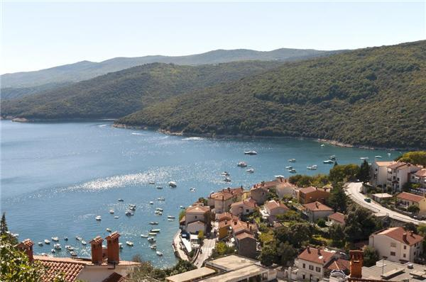 Attractive apartment for 6 persons near the beach in Rabac - Image 1 - Rabac - rentals