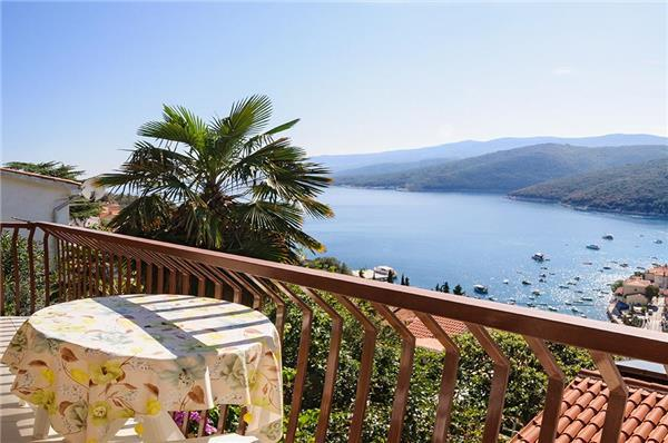 Apartment for 4 persons near the beach in Rabac - Image 1 - Rabac - rentals