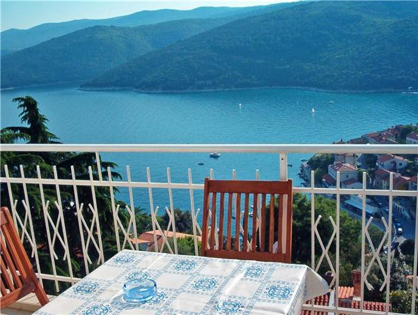 Apartment for 5 persons near the beach in Rabac - Image 1 - Rabac - rentals