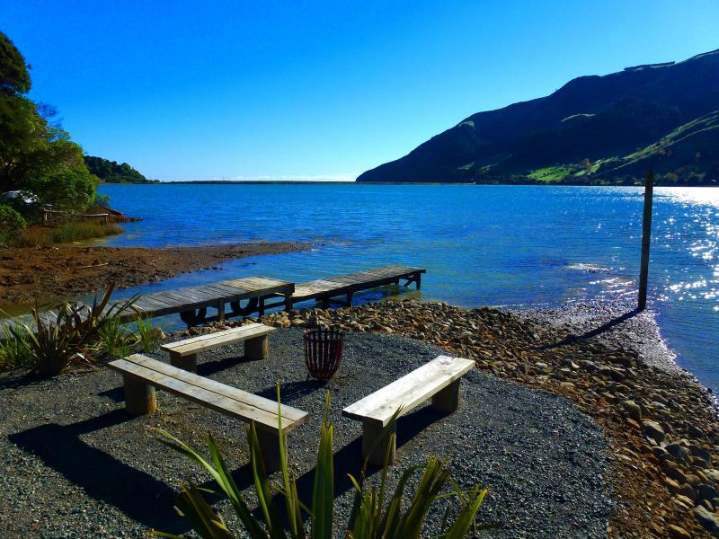 Wander down in the garden to the jetty area, light the brazier and take in the stunning views.  - Cable Bay  Lodge - Nelson - rentals