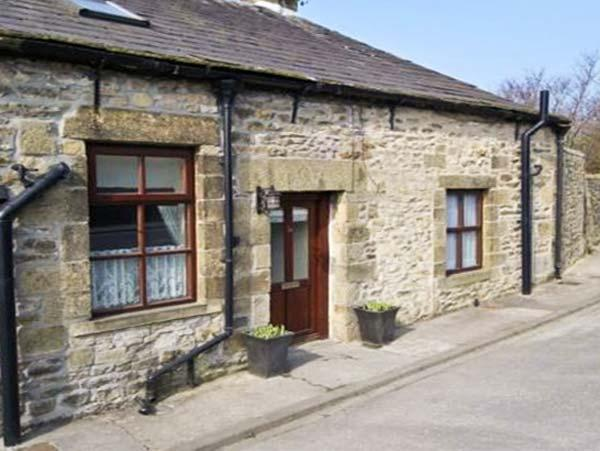 WATERSHED COTTAGE, end-terrace, stone-built, garden, pet-friendly, in Settle, Ref 22252 - Image 1 - Settle - rentals