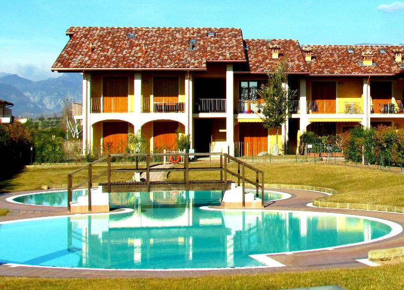 Internal court yard with pool - Comfortable flat, with pool, near the city of Salò - Lake Garda - rentals