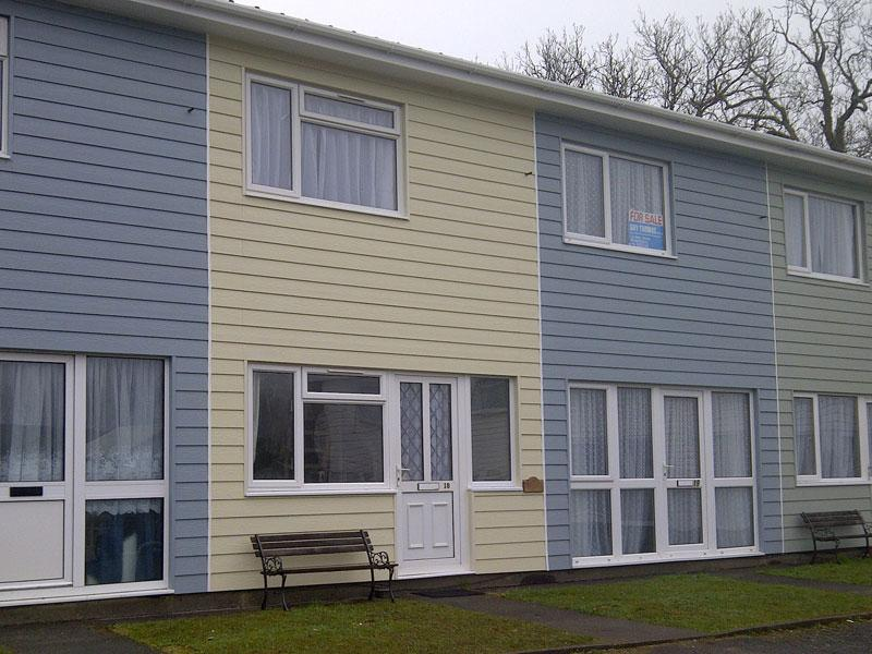 Driftwood is located in a row of colourful holiday homes - 'Driftwood', 18 Freshwater Bay Holiday Village - Pembroke - rentals