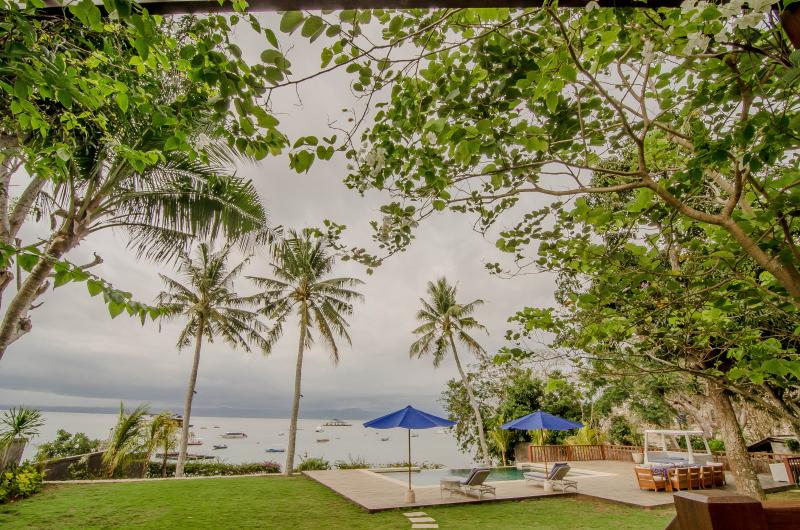 View from the from deck to pool and ocean - Beautiful Absolute Beachfront Villa - Nusa Lembongan - rentals