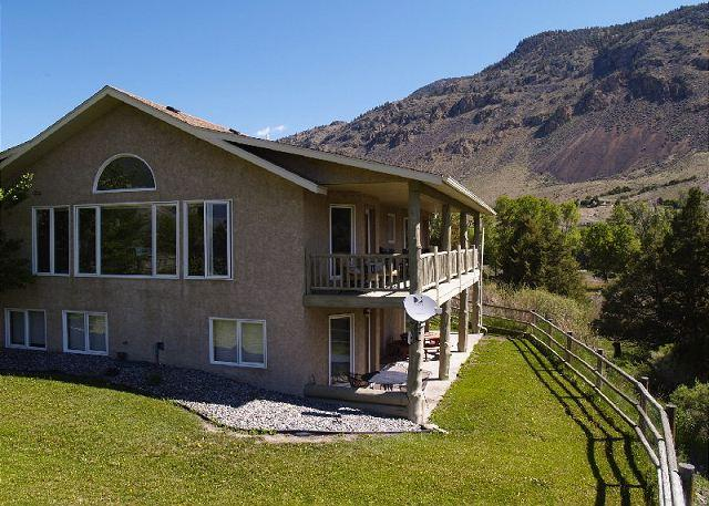 A beautiful location only 6 miles to Yellowstone! - Riverside Lodge - Gardiner - rentals