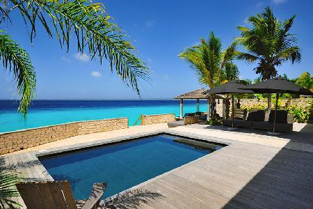 Kas Chapin boasts expansive wooden deck, saltwater pool & direct access to the coral reef - Image 1 - Kralendijk - rentals