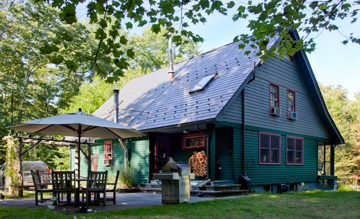 Outdoor DIning - Enchanting Cottage In The Woods - Accord - rentals