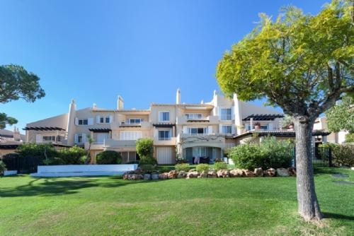 Immaculate 2 Bed Apartment -Quinta do Lago- PA2-56 - Image 1 - Quinta do Lago - rentals