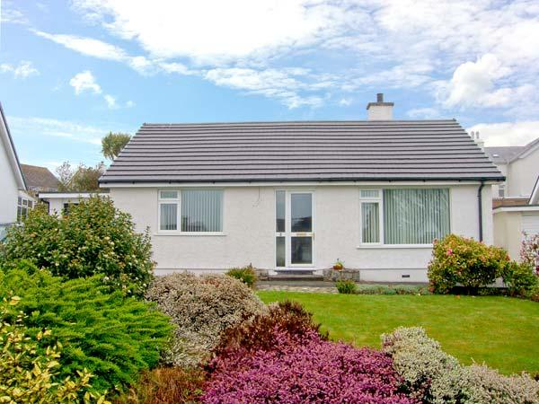 BREEZE HILL, detached, single-storey, close to beach, in Benllech, Ref 22426 - Image 1 - Benllech - rentals