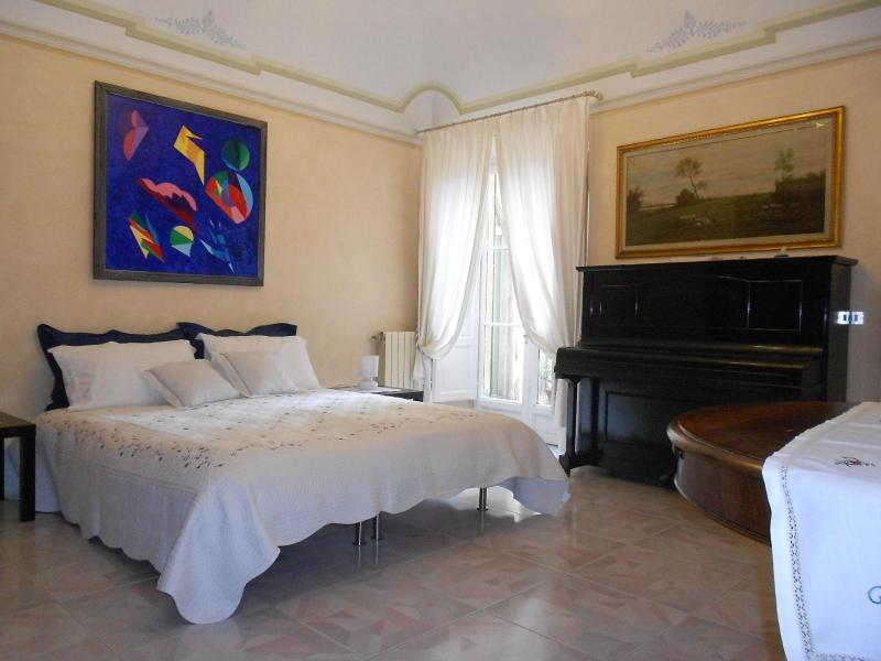 The large bedroom - ROMANTIC HOME WITH GARDEN IN CENTRAL PISA - Pisa - rentals