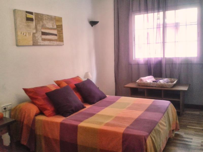 ORANGE ROOM UP TO 3 PERSONS - FIRA GRAN VIA  II -APARTMENT 2-8 PERSONS ADSL FREE - Barcelona - rentals